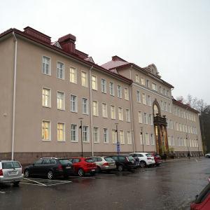 Ekåsens huvudbyggnad där Raseborgs stads administration finns.