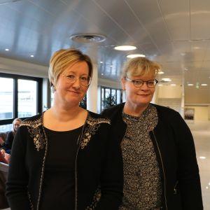 Camilla Gunell och Katrin Sjögren står i en pelarsal.