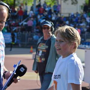 Löpare blir intervjuad