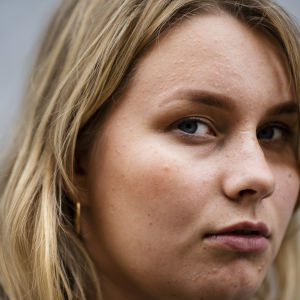 Kuvataiteilija Riina Tanskanen elokuussa.