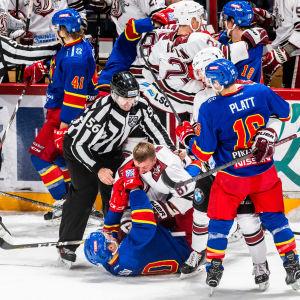 Slagsmål i matchen mellan Jokerit och Dinamo Riga.
