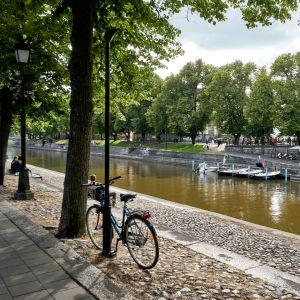 Aurajoki ja polkupyörä