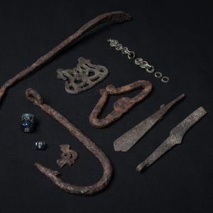 Arkeologiska föremål från järnåldern som hittats i Savukoski i östra Lappland år 2021.