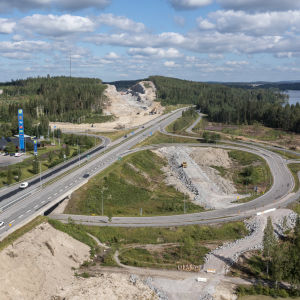 Kirrin eritasoliittymä ja tulevan moottoritien uusi linjaus taustalla