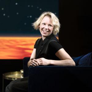 Alma Pöysti Daniel Olin -ohjelman vieraana.