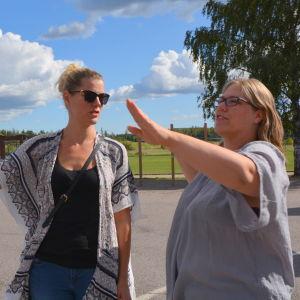 Föräldrarna Susann Lindgren och Hanna Lönnfors vid Hindhår skola