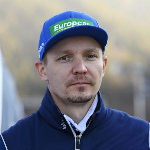 Petter Kukkonen ser allvarlig ut.