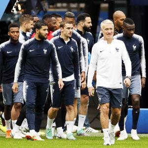 Didier Deschamps leder Frankrike ut på plan – kanske också mot VM-final?