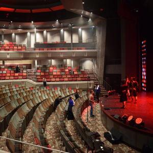 Teater ombord på Mein Schiff 1.