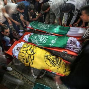 En sjuårig pojke, hans 20-årige storebror och hans far begravdes i Gaza City på onsdagen.