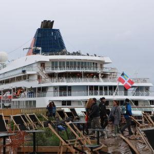 Fartyget Europa, förankrat i hamnen på Skatudden.