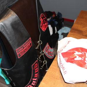 Svart och rött är United Brotherhoods symbolfärger