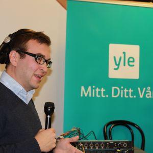Niclas Lundqvist leder kommunalvalsdebatten från Saluhallen