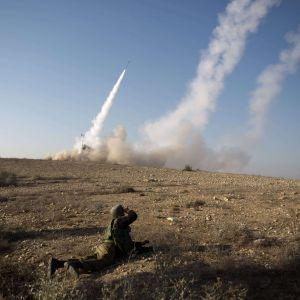 Det israeliska missilförsvarssystemet reagerar på en palestinsk raketattack (15.11.2012).