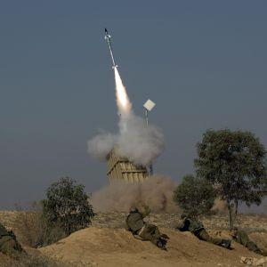 Raket avfyras från Israels missilförsvarssystem i Beer Sheva (15.11.2012)