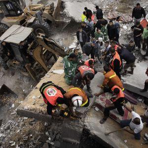 Palestinska brandmän i Gaza City.