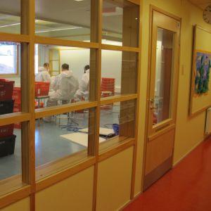 Mögelsanering i Merituulen koulu i Ingå