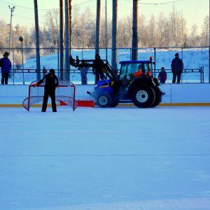 Isen skrapas inför match