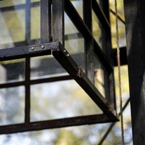 Lykthållare i växthuset.