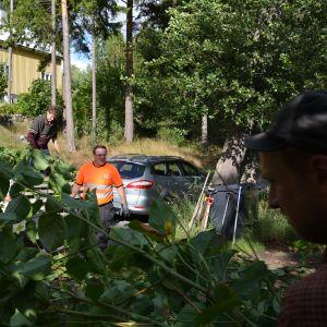 Parkslide måste brännas eller föras till avstjälpningsplats för problemavfall eftersom den inte kan komposteras.