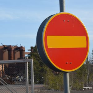 Förbudsmärke utanför Koverhars industriområde.