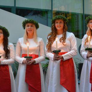 Finlands lucia 2013 besöker Stora Smedjan.