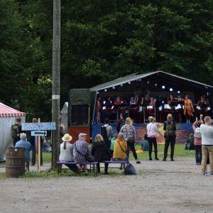 publik framför scen