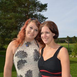 Jessica och Camilla Wiklund i Nykarleby