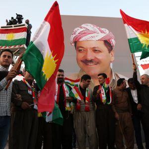 Kurder marscherar till stöd för president Massoud Barzani och folkomröstningen för själständighet.