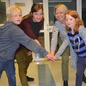Från vänster David Särs, Jenny Ingman, Ann-Maj Granstubb och Moa Wulff, några av alla de som står bakom dramaserien Barn i 100 år.