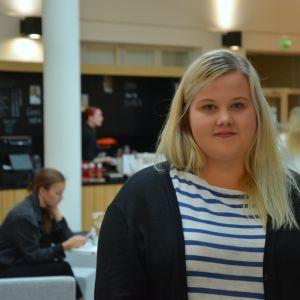 Henrietta Berts studerar till sjukskötare vid Novia i Vasa.