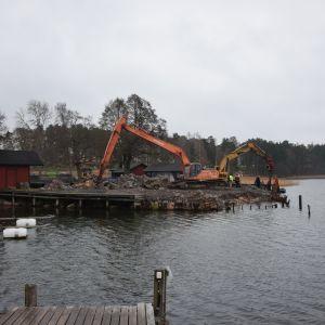 Grävmaskiner vid Bromarv hamn