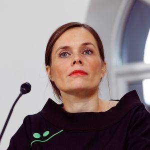 Islands nya statsminister Katrín Jakobsdottír under torsdagens presskonferens i Reykjavik.