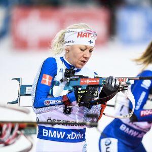 Kaisa Mäkäräinen har det kämpigt på skidskyttevallen.
