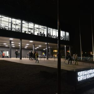 Kuppis bollhall i Åbo under kvällstid.