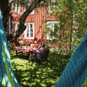 Ulrika Vestergård-Denwardin puutarha Södra Vallgrundissa.