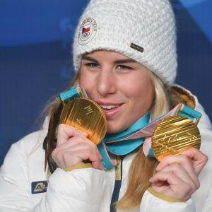 Ester Ledecka vann två guld i olika grenar.