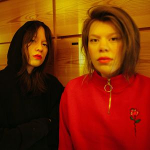 Systrarna Emma och Mia Kemppainen i LCMDF