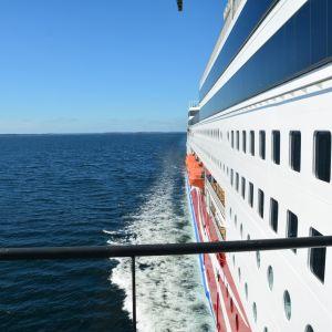 Foto från kommandobryggan på Viking Lines kryssningsfartyg M/S Grace.