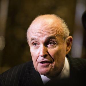 Rudy Giuliani medger att presidenten inte talade sanning då han hävdade att han inte visste något om porrstjärnan Stormy Daniels