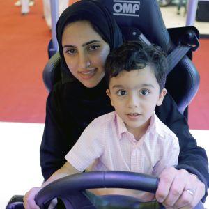 Kvinnor får visserligen rätt att köra bil, men de har inte rätt att besluta om sina barn utan lov från en manlig förmyndare