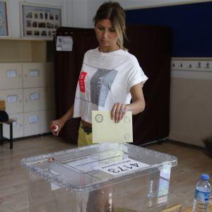 De flesta unga väntas rösta på Ince i presidentvalet och på olika oppositionspartier i parlamentsvalet