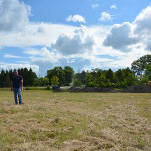 Ted Bergman vid ett av grönområdena som kommer öppnas för djurägare i staden.