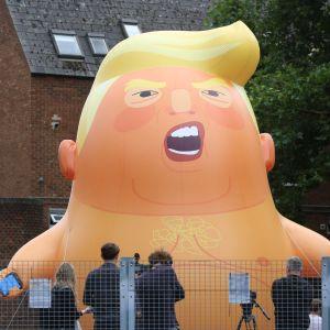 Bebisballong föreställande Donald Trump.
