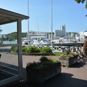 Vy över gästhamnen och hotellet i Pargas.