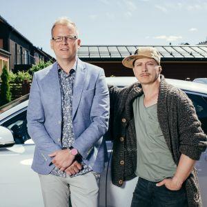 Sarjan yleiskuva. Kuvassa Tommi (Antti Luusuaniemi) ja Juhis (Kari Ketonen)  Yle Kuvapalvelu
