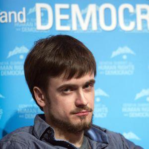 Pussy Riots producent och tidningsutgivare Pjotr Verzilov var en av de aktivister som stormade fotbollsplanen mitt under VM-finalen i Moskva mellan Frankrike och Kroatiene