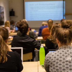 Studeranden i ett klassrum