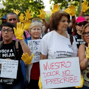 """""""Vår smärta preskriberas inte"""". Kvinnor som har berövats sina barn demonstrerar 26.6.2018"""
