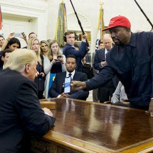President Trump mötte Kanye West i Vita huset.